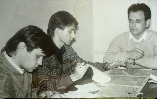 На фото: Из рок-аппарата в гордепутаты: обсуждается программа Клуба молодых избирателей. Эдуард Гребельный (слева), Юрий Хребтань (справа).